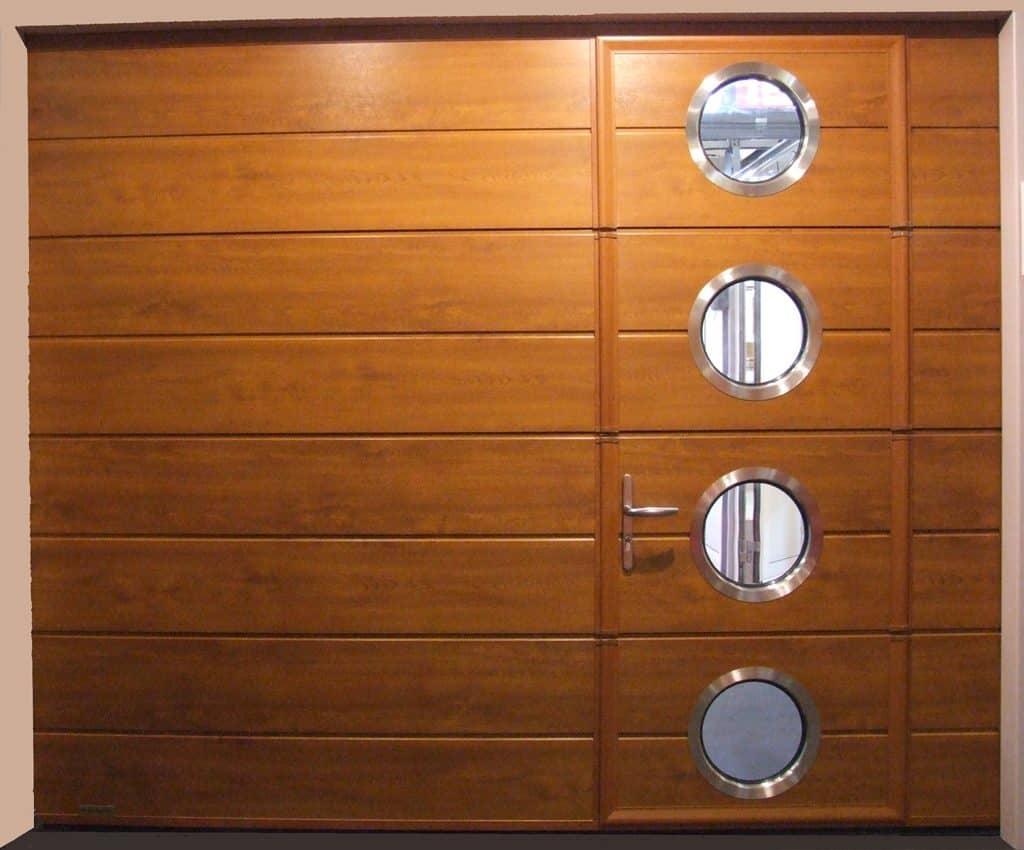 Opter pour une porte garage sectionnelle avec portillon