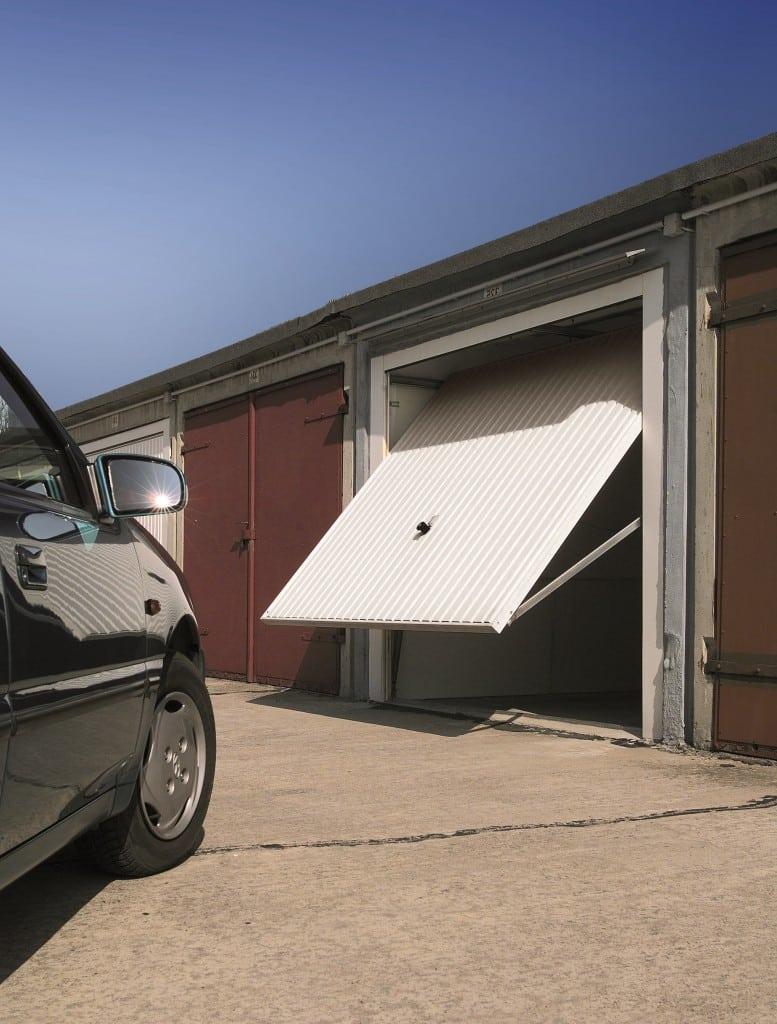 Porte de garage basculante, porte de garage coulissante : comparaison